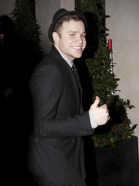 olly murs thumbs up