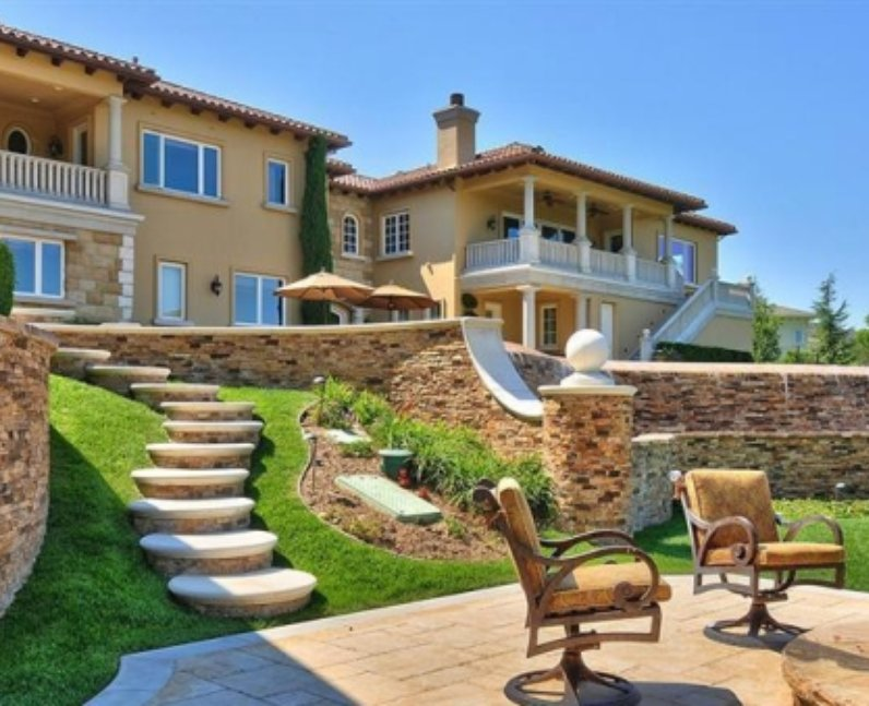 Britney spears celebrity houses 25 unbelievable pop for Stars houses in la