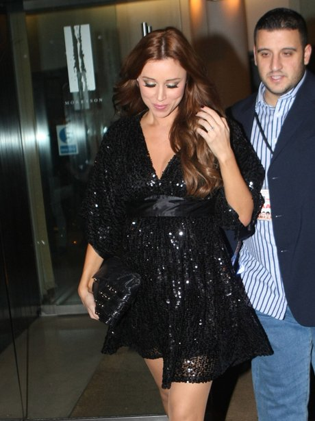 Una Healy shows off enagement ring