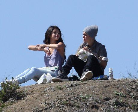 Justin Bieber Selena Gomez picnic in the park