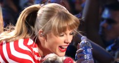 Taylor Swift performs at the MTV VMA 2012 awards
