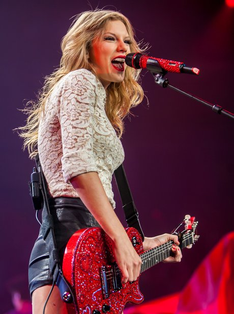 Taylor Swift performs on RED Tour 2013