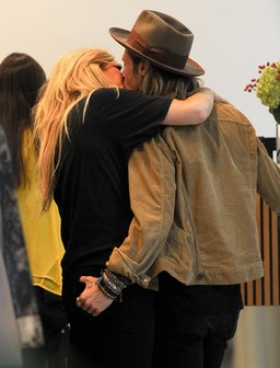 Ellie Goulding and Dougie Poynter kiss
