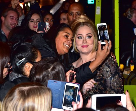 Adele mobbed by fans in New York