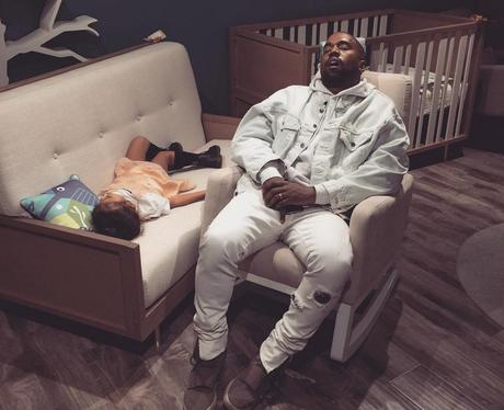 'The Real Life of Pablo'. Kanye and North asleep i